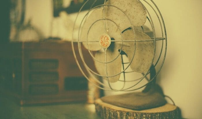 扇風機の初期型には生活に欠かせない「あるもの」がついていた!