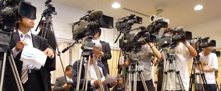 報道カメラ