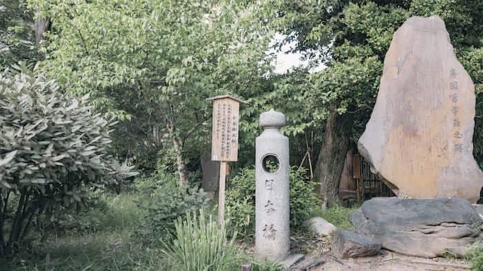 向島百花園の石像
