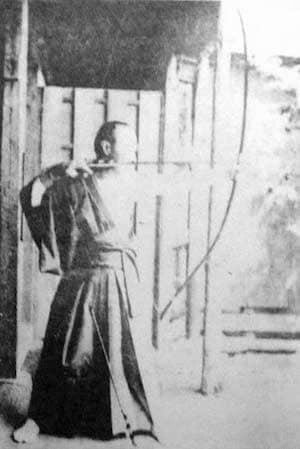 弓道をする徳川慶喜